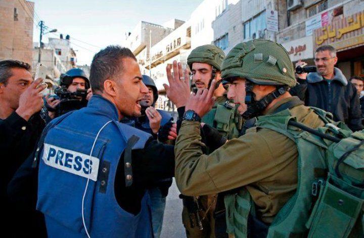 """""""الإعلام"""": تزايد انتهاكات الاحتلال بحق الصحفيين خلال الفترة الأخيرة"""