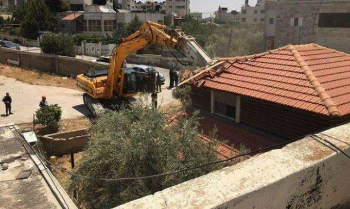 الاحتلال يهدم منازل في بلدة شقبا