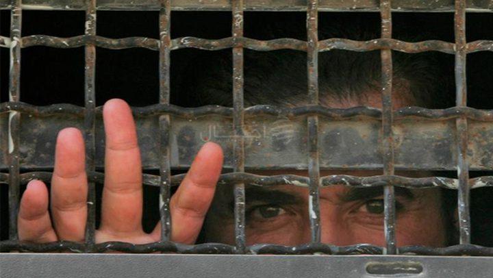الأسرى الإداريون يعلقون جزءًا من خطواتهم الاحتجاجية