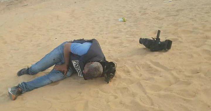 إصابة 5 صحفيين أحدهم بجراح خطيرة على حدود غزة