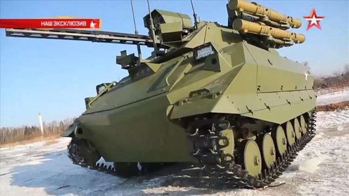 روبوتات قتالية إلى الساحة الحمراء في موسكو