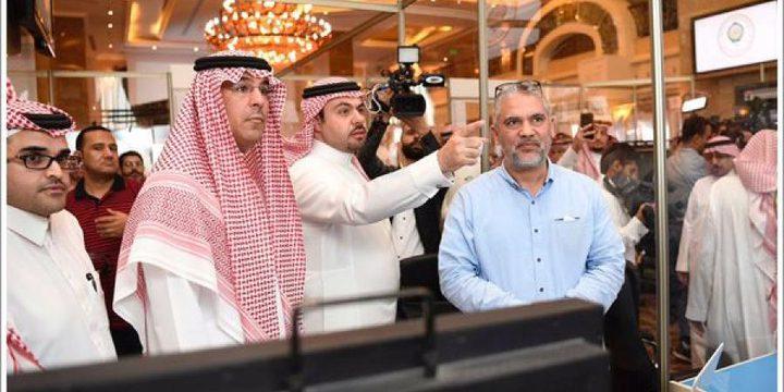 وزير الثقافة والإعلام السعودي يتفقد مقر انعقاد القمة العربية