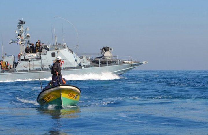 زوارق الإحتلال تُطلق نيرانها تجاه مراكب الصيادين في بحر غزة
