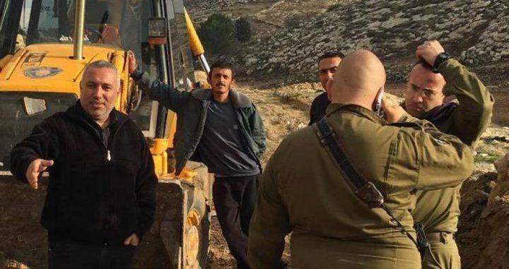 قوات الاحتلال تصادر جرافتين وشاحنتين في ترقوميا