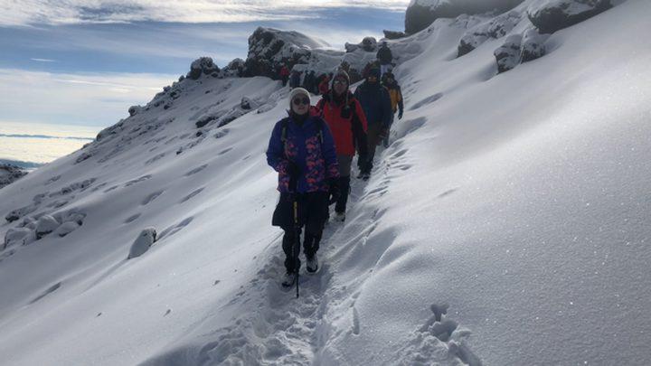 16 شابا وفتاة من فلسطين يتسلقون جبل 'كيلمنجارو'