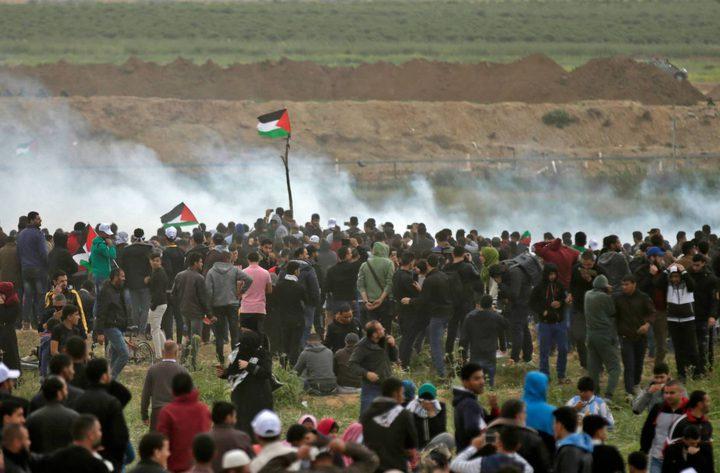 """صور: مسيرة العودة في الجمعة الرابعة.. """"حاصر حصارك لا مفر"""""""