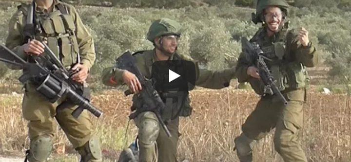 بالفيديو- جنود هلّلوا فرحا بإصابة متظاهر جنوب نابلس