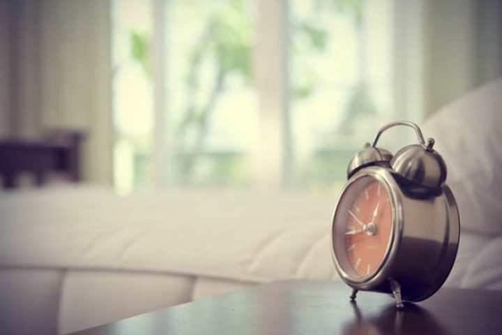 ما هي الأضرار الصحية لإستخدام المنبه من أجل الإستيقاظ ؟