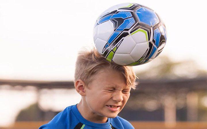 ما هي مخاطر ضرب الكرة بالرأس؟