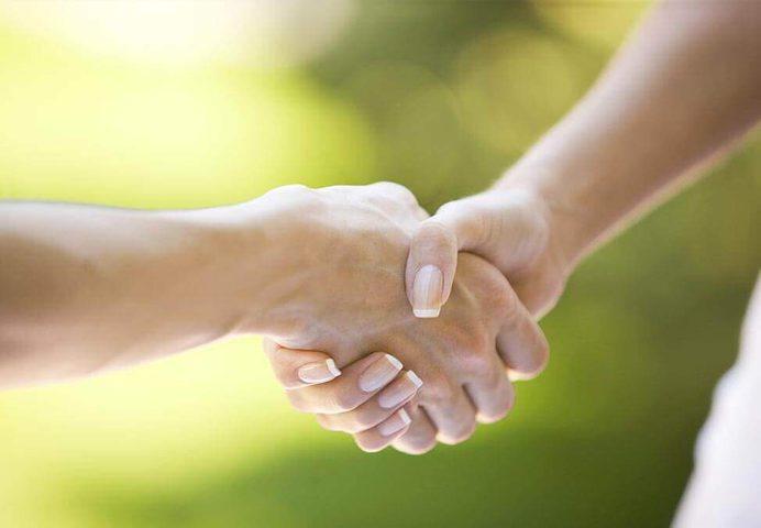 العلاقة بين قوة قبضة الرجل وفرص زواجه!
