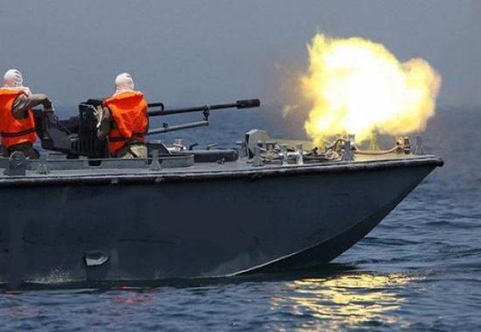 بحرية الاحتلال تطلق نيران رشاشاتها تجاه مراكب الصيادين في بحر بيت لاهيا
