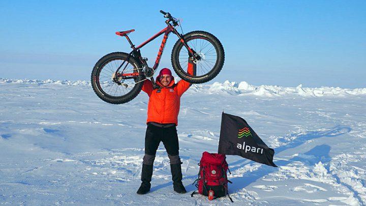 روسي يصل القطب الشمالي على دراجة!