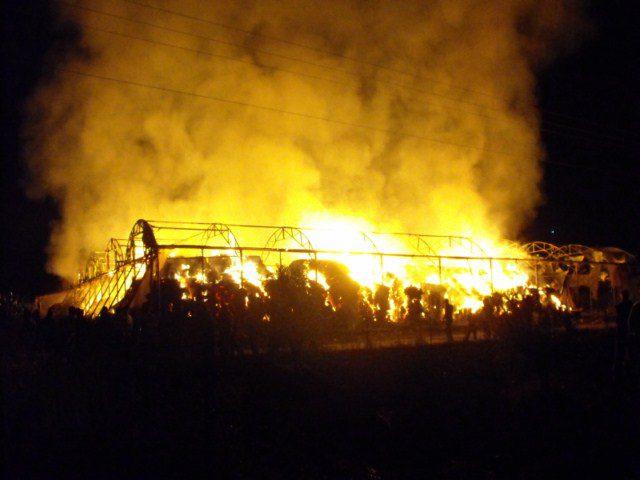 حريق في بالات للقش داخل احد الكيبوتسات الإسرائيلية في غور الأردن