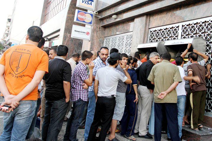 الأحمد: رواتب موظفي السلطة في غزة غدًا عبر البنوك