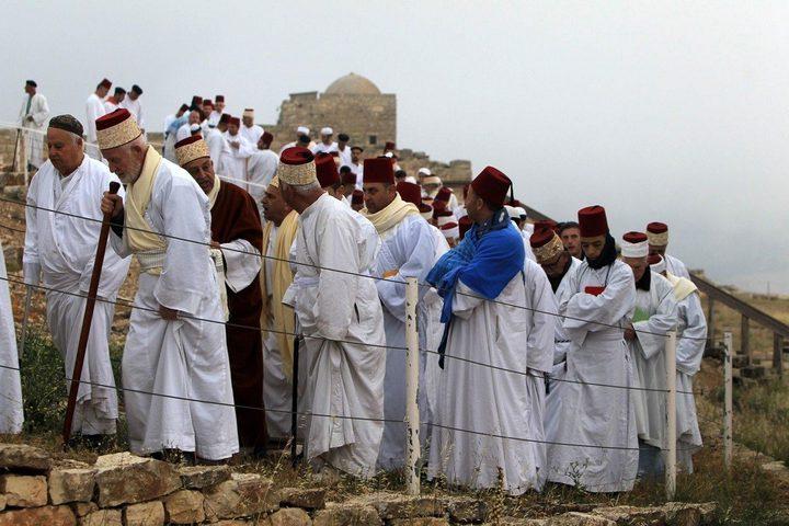 """السامريون يؤدون حج الفسح على قمة """"جرزيم"""""""