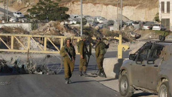 الاحتلال يغلق مدخل مخيم الفوار في الخليل