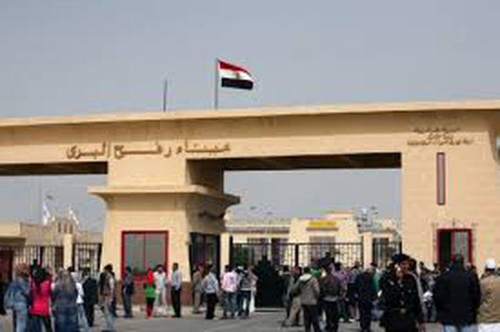 مصر تقرر استمرار فتح معبر رفح وتدفع بمساعدات لغزة
