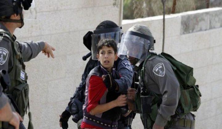 الاحتلال يعتقل طفلاً ويستدعي سيدة من القدس للتحقيق
