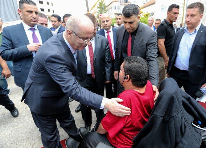 الحمد الله يفتتح قسم غسيل الكلى الجديد في مجمع فلسطين الطبي برام الله