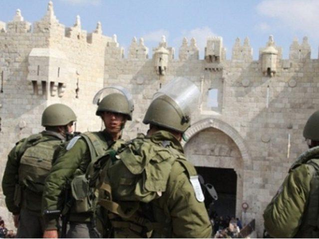 الاحتلال يقمع وقفة أمام باب العامود ومواجهات في العيزرية وأبو ديس