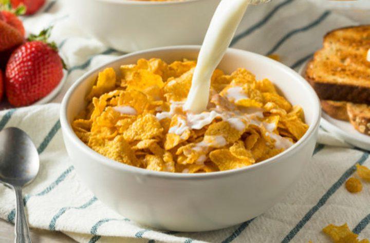 فوائد تناول رقائق الذرة في الصباح