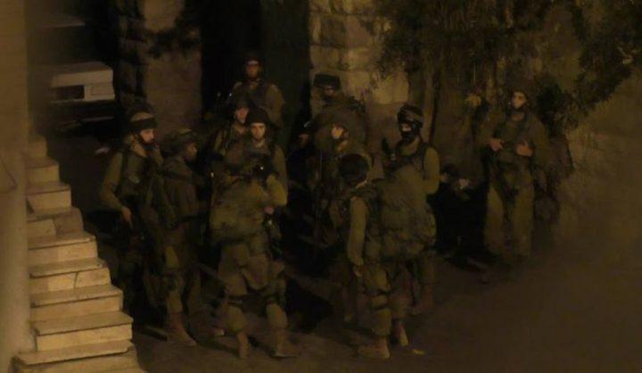 الاحتلال يعتقل 22 مواطناً (محدث)