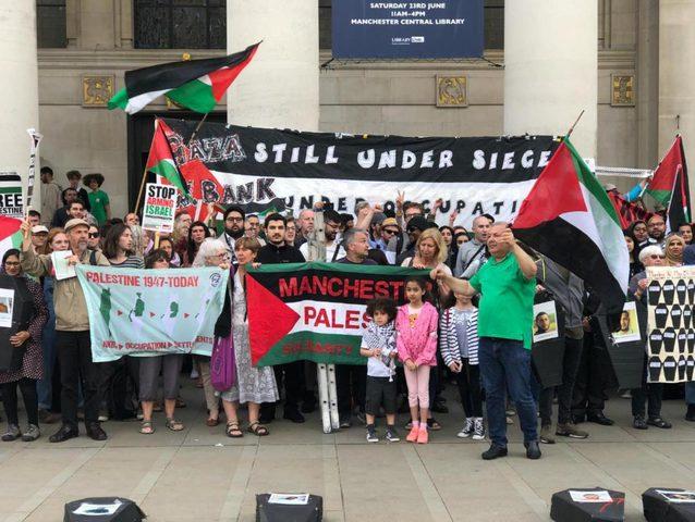 حداداً على شهداء غزة.. جبهة النضال في بريطانيا تشارك في مسيرة الشموع