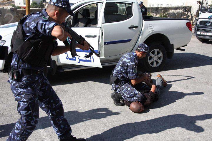 الشرطة تقبض على مطلوبين شرق نابلس
