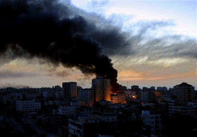 إصابة مواطن في قصف إسرائيلي على عدة مواقع