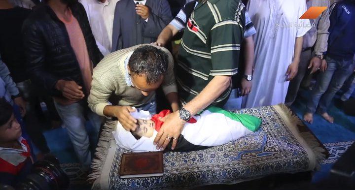 بالدموع والألم غزة تشيع الطفلة ليلى الغندور (فيديو)