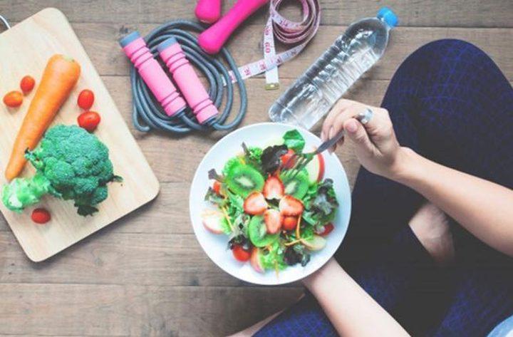 تعرفوا على الفوائد الصحية لتناول الطعام جلوساً