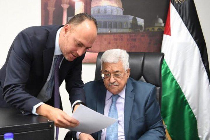 السفير زملط يقدم تقريرا للرئيس فور عودته لأرض الوطن