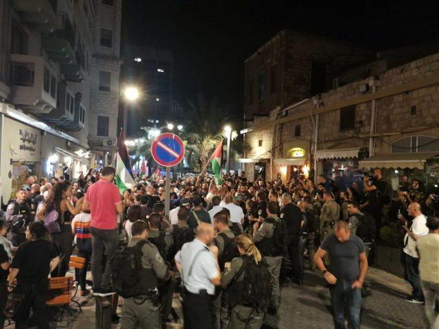 بالفيديو: إصابات واعتقالات خلال قمع الاحتلال مسيرة حيفا الداعمة لغزة