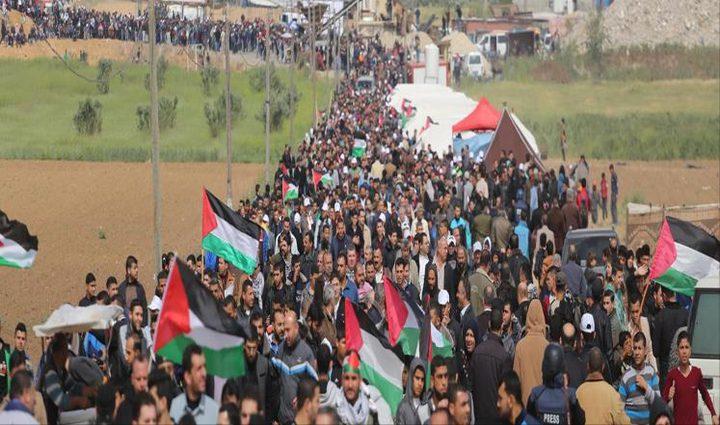 توافد المتظاهرون نحو حدود غزة للمشاركة في جمعة الوفاء للشهداء والجرحى