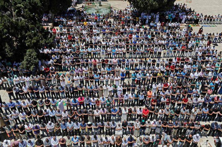 120 ألفاُ يؤدون الجمعة الأولى من رمضان في الأقصى