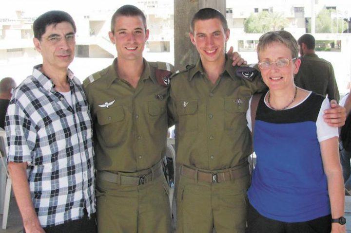 """والدة """"غولدن"""" تدعو حكومة الإحتلال لاستغلال الوضع الراهن في غزة لاستعادة ابنها"""