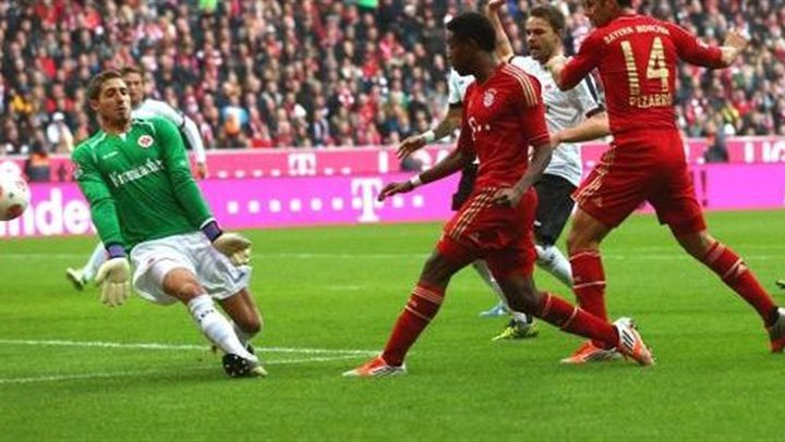 فرانكفورت يهزم البايرن بثلاثية ويتوج بكأس ألمانيا