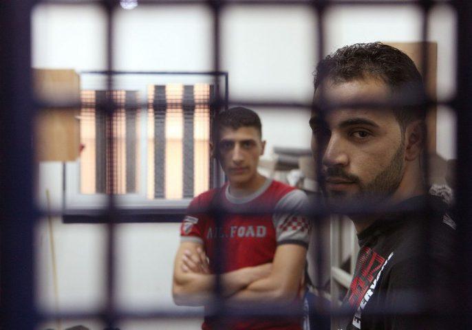 بينهم محكوم بالمؤبد.. 3 أسرى يدخلون أعوامًا جديدة في سجون الاحتلال