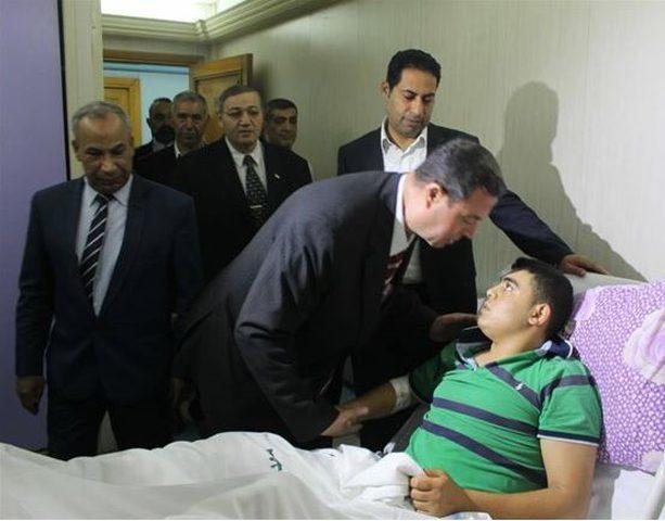 السفير اللوح يعود جرحى قطاع غزة في المستشفيات المصرية