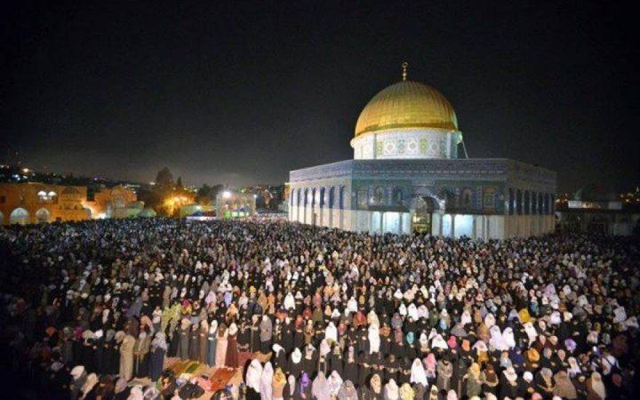رمضان في الأقصى.. أمنيات بالصلاة حتى على الأسفلت