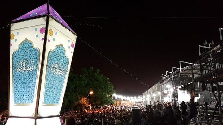 بالصور: إضاءة اكبر فانوس رمضاني بالقدس