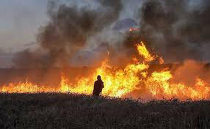 طائرات ورقية تشعل النيران داخل السياج الفاصل شرق قطاع غزة للمرة الرابعة خلال اليوم