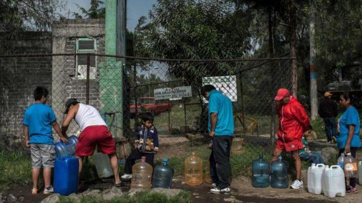 موارد المياه العذبة تنضب في مدينة تغمرها الفيضانات
