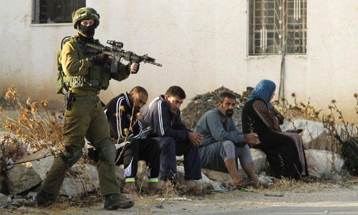 محاصرة منزل واعتقالات في الضفة