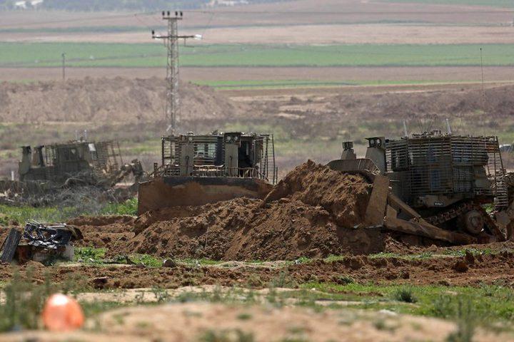 الاحتلال يجرف أراض شرق غزة