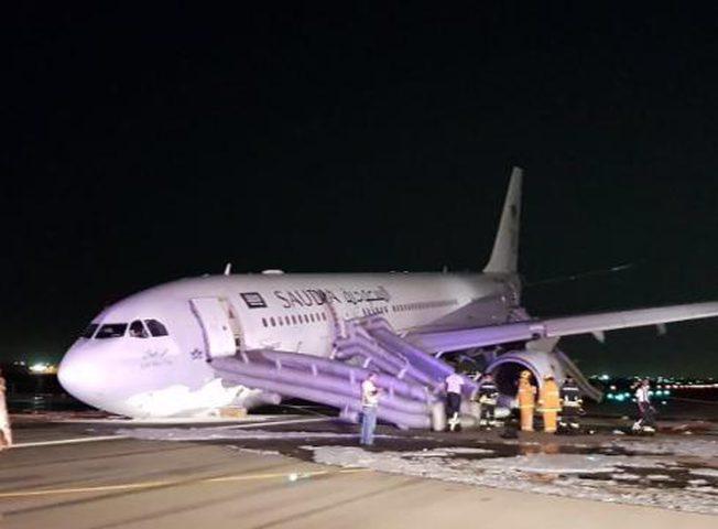 هبوط اضطراري لطائرة سعودية يؤدي لإصابة 53 راكباً