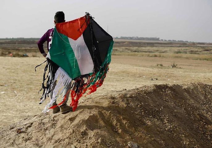 """لأول مرة.. الاحتلال يحاكم شابين من غزة بتهمة اطلاق """"طائرات ورقية"""""""