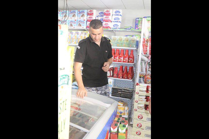 """""""مكافحة الجرائم الاقتصادية"""" تغلق محلا تجاريا لوجود بضاعة منتهية الصلاحية"""