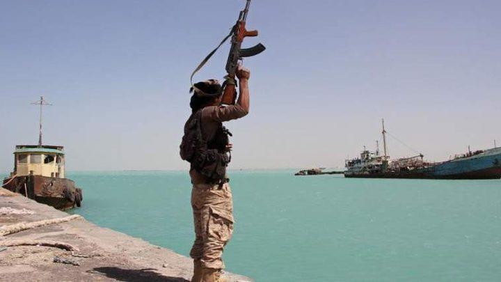 تدمير زورقين للحوثيين.. وخسائر فادحة بالساحل الغربي