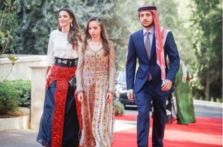 """فيديو """"طريف"""" لولي عهد الأردن في حفل تخرج شقيقته الصغرى سلمى"""